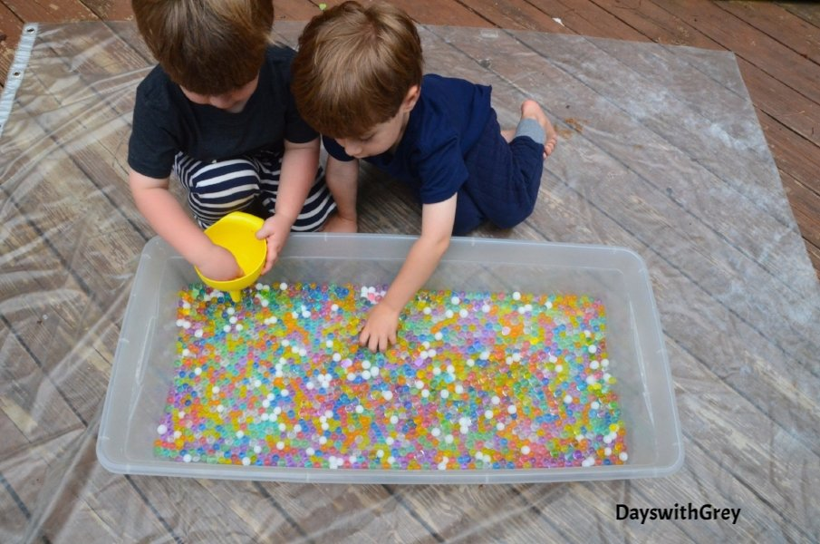 water bead sensory bin