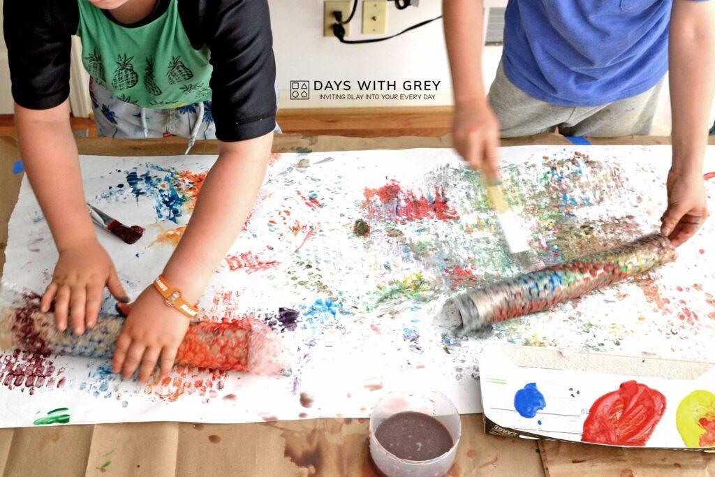 kids painting bubble wrap